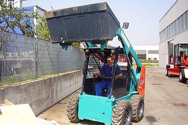 wheeled-skid-steer-loader-152BED3C0B-E844-F748-0572-FEBDC9AC6509.jpg
