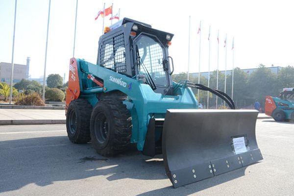 wheeled-skid-steer-loader-77465D8B1-CB7C-D94A-0980-DC59AF0FCB60.jpg