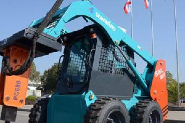 wheeled-skid-steer-loader-9D5EA9367-3FF2-3D05-A947-4544B8DFF0E3.jpg
